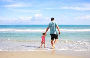 Ein Vater mit Tochter reise